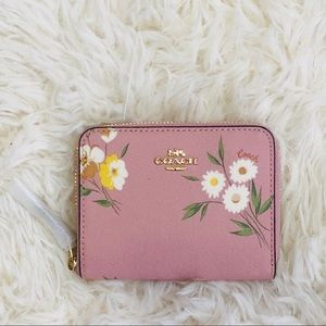 NWT COACH SMALL ZIP AROUND WALLET W/ TOSSED DAISY